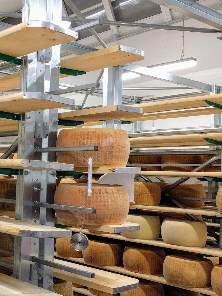 Parma - belegen-kaaswielen