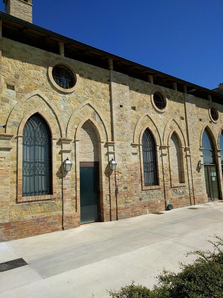 Parma - kaasfabriek in een oud klooster