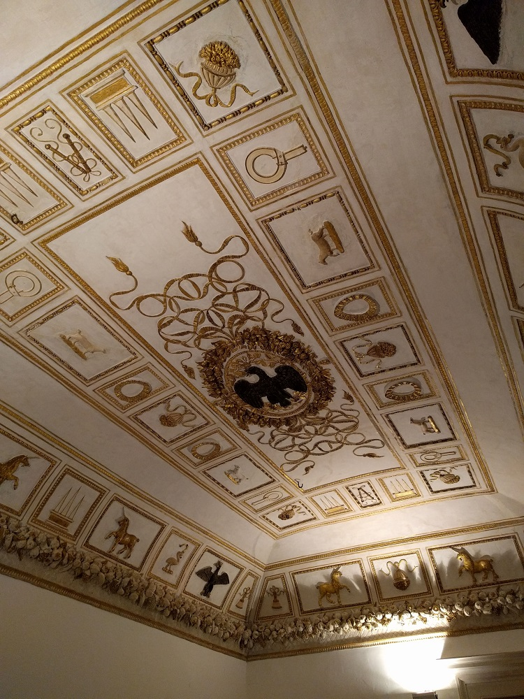 Urbino - paleis - oppulent gedecoreerd plafond